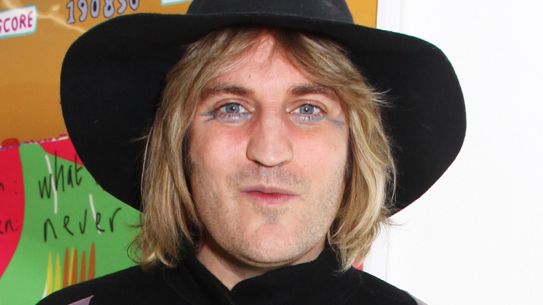 Noel Fielding wearing a black hat
