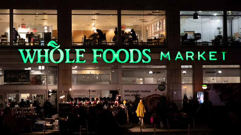 Whole Foods supermarket, night hours