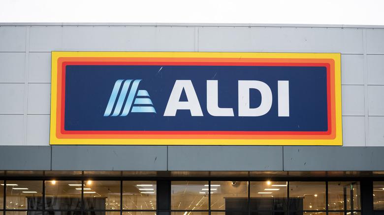Exterior or Aldi store