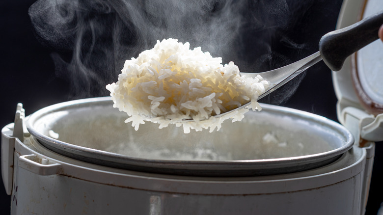 Hot rice cooked in bowl