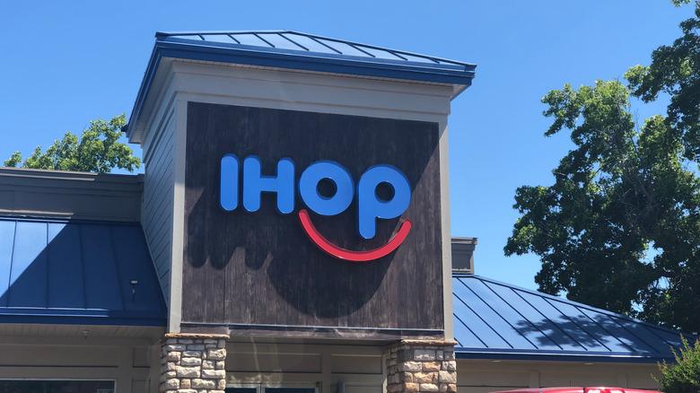 IHOP storefront exterior