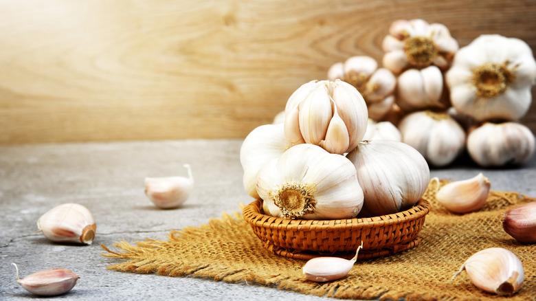 garlic in straw bowl