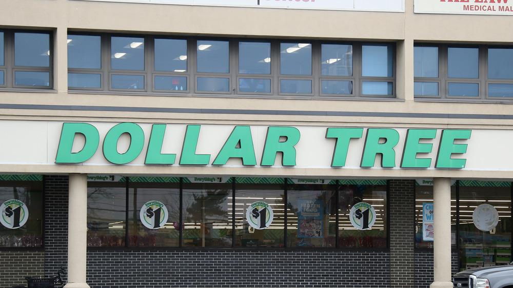 Dollar Tree signage