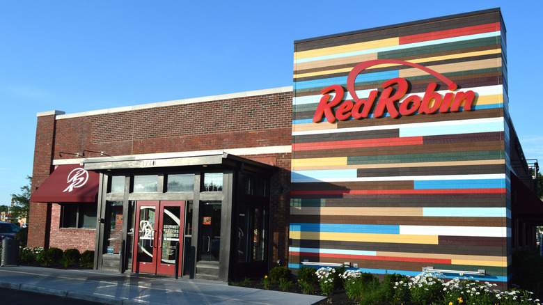 Red Robin restaurant exterior