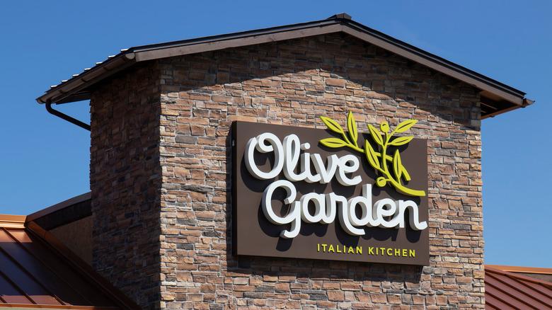 Olive Garden exterior sign