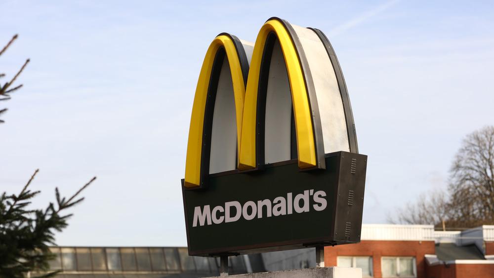 mcdonald's sign drive-thru