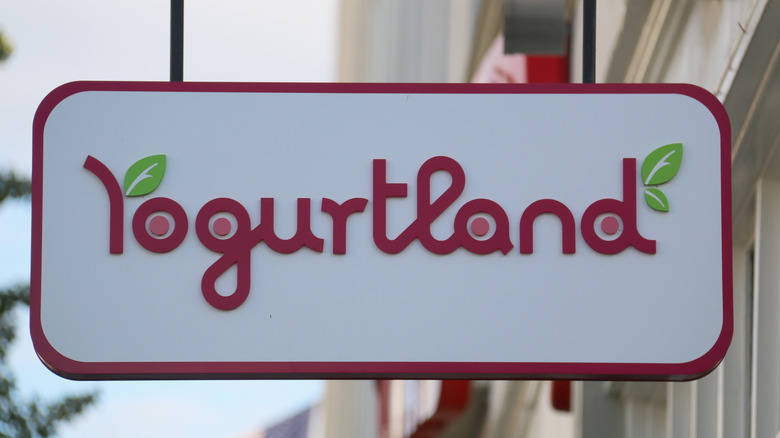 Yogurtland store sign