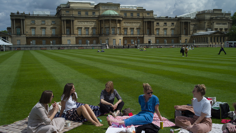 Picnickers at Buckingham Palace garden