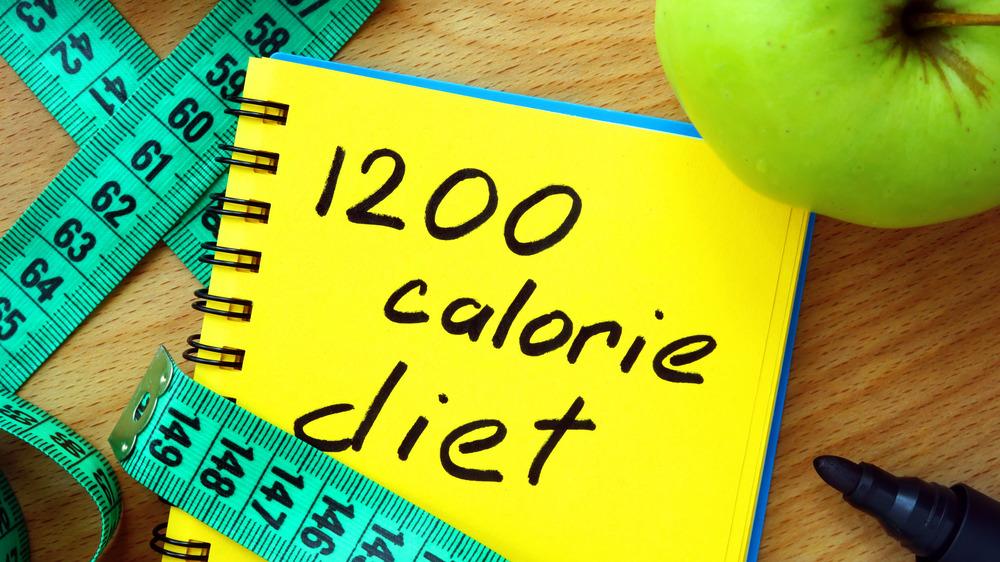 1200 calorie diet written on notepad
