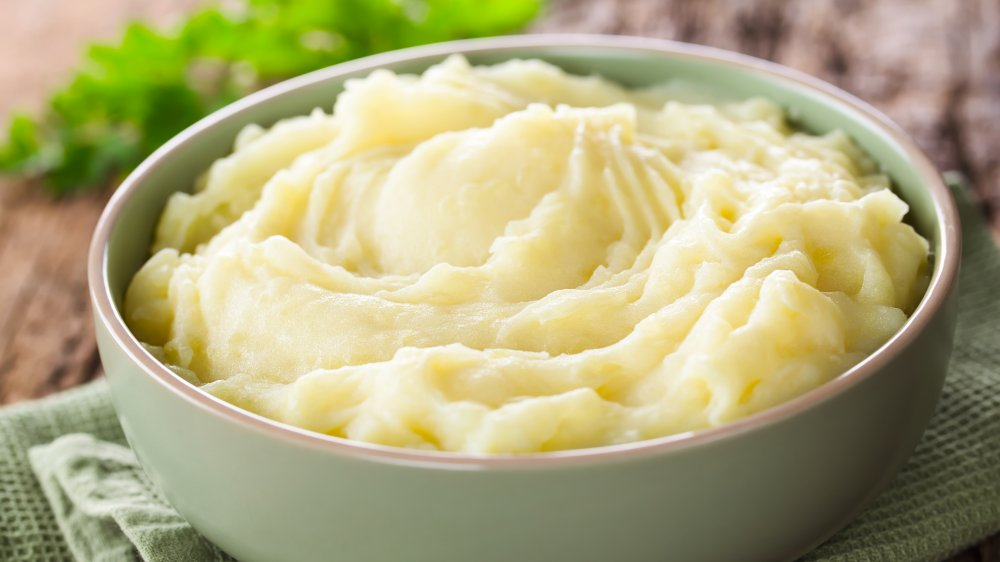 mashed potatoes in a grey bowl