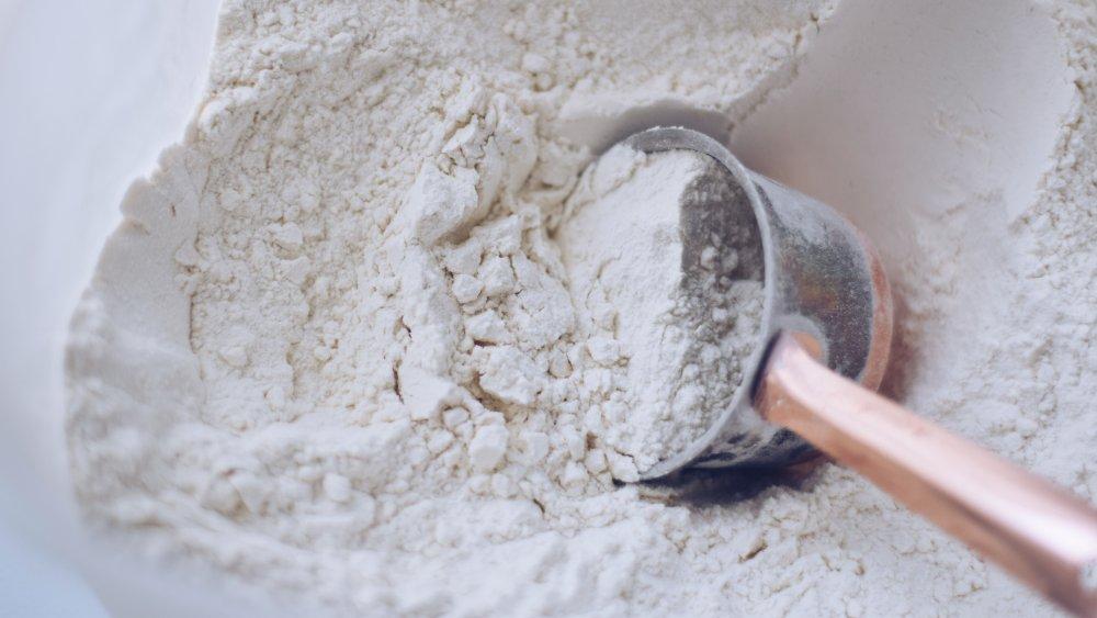 Measuring cup flour
