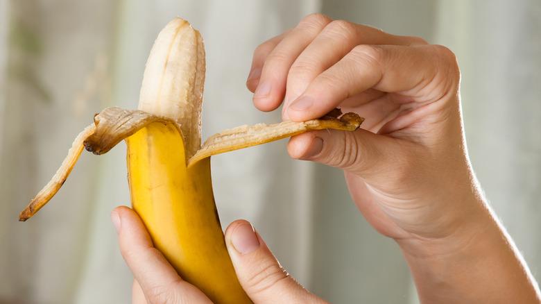 Peeling banana