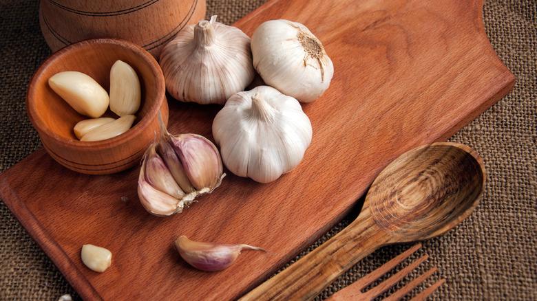 Garlic on cutting board